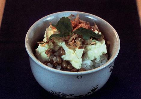 ぐちゃぐちゃ豆腐の納豆ごはん